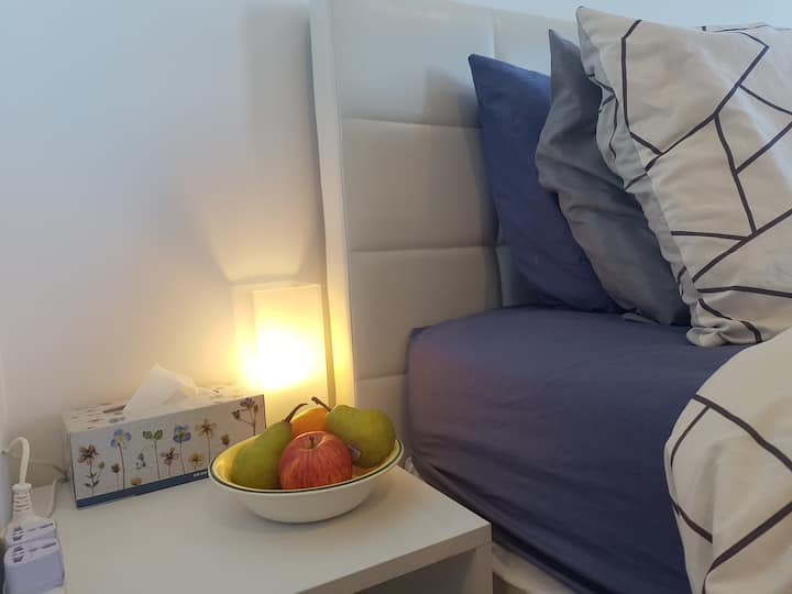 City studio+pool+24 hour gym+parking on request