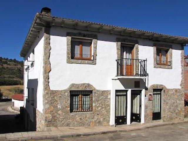 Apartamento turistico La Fuente - Vadillo - Domek gościnny