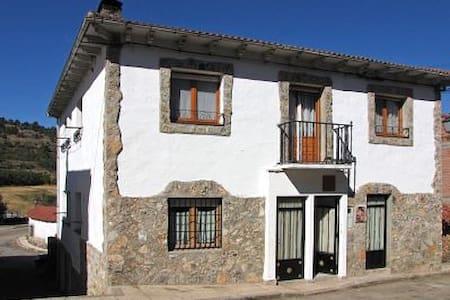 Apartamento turistico La Fuente - Vadillo - Rumah Tamu