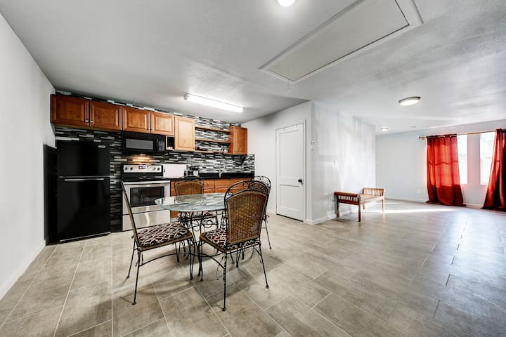 1 BR In-Law Apt. Centrally located in Five Points