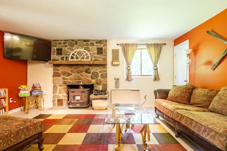 Cozy Windham/Hunter Getaway