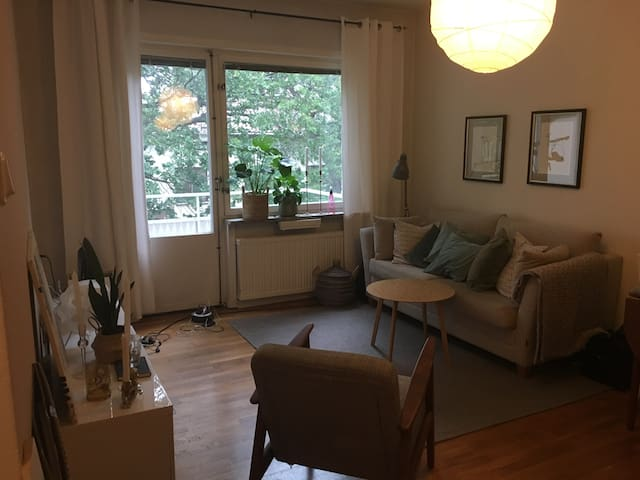 Close to city center, shopping and water!