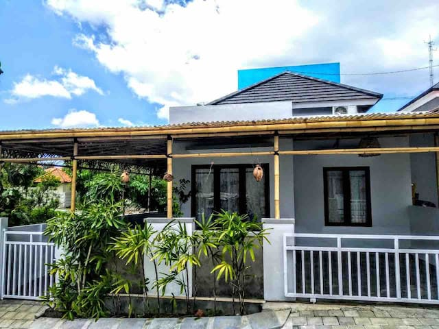 Small House For 5 Guests - Cozy & Affordable Rent