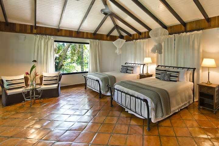 Bungalow with Two Queen Beds in the Jungle