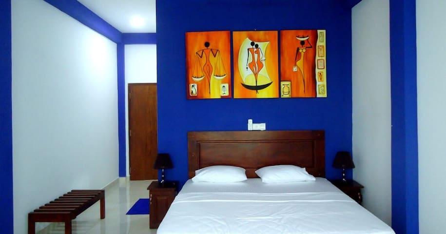 Bridge Hotel Triple  FREE Transfer - Kimbulapitiya - Bed & Breakfast