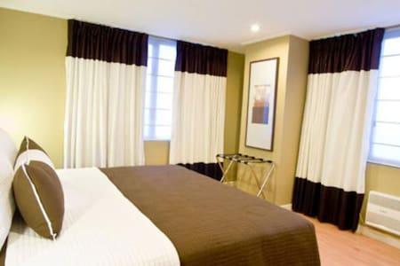 1 Bedroom Suite at Astoria Plaza - Pásig