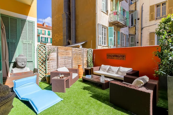 APARTMENT WITH PATIO - PORT OF NICE
