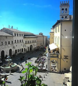 The charming view on Piazza del Comune in Assisi - Assisi