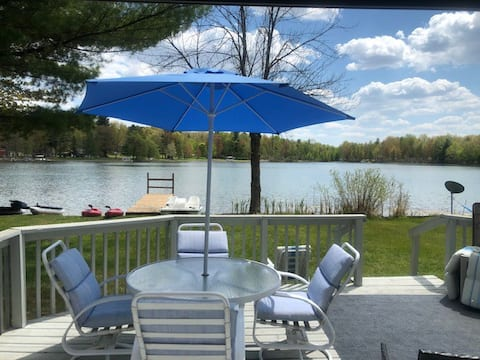 Lakeside cottage on private all-sports lake!