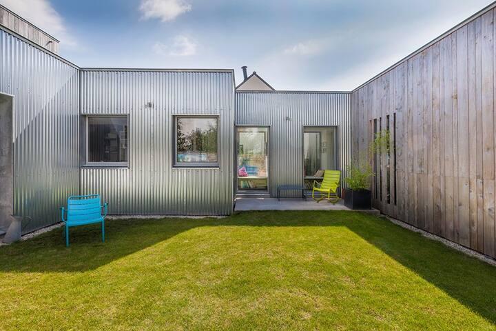 maison d 39 architecte case in affitto a lorient bretagne francia. Black Bedroom Furniture Sets. Home Design Ideas