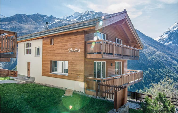 Holiday cottage with 5 bedrooms on 225 m² in Saas-Fee
