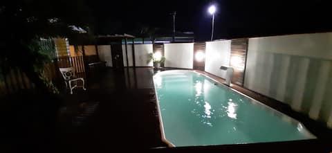 Casa com piscina a 13 minutos da Guardar do Embaú,