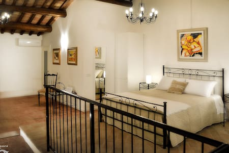 Casa Leoni Bed & Breakfast - SUITE matrimoniale - Urbisaglia