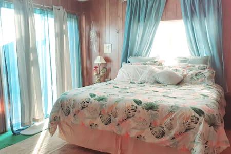 Private Master Suite w/Bathroom @TrailsEndRanchNV