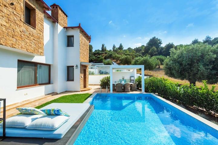 Premium Suite with Private Pool [Villa D'Oro]
