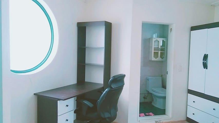 302 Private room + private bathroom