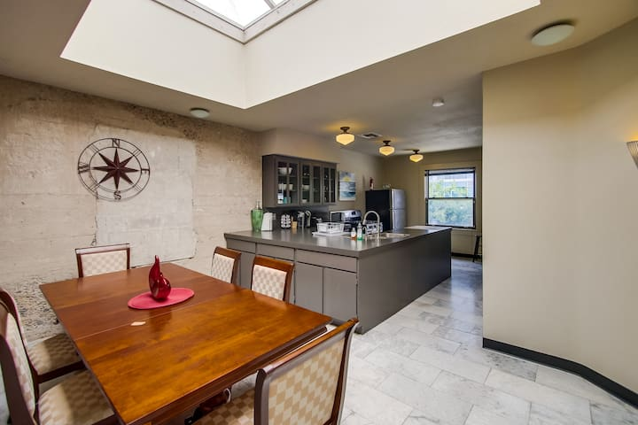Industrial 2 BR Loft in the Heart of Downtown!