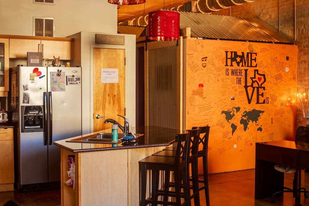 Downtown SWAP Loft.......Stay Work And Play with other Solo Travelers one block from 6th Street!