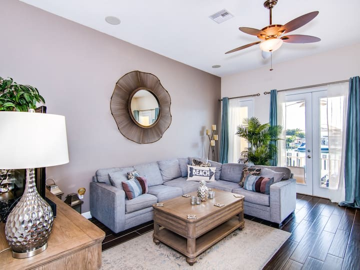 Stunning Waterfront Townhome, Private Rooftop Deck