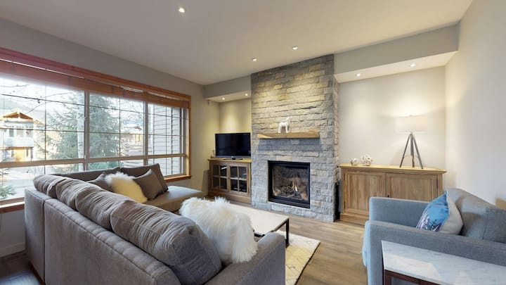 FREE ACTIVITIES - PRIVATE Hot Tub In Prestigious Nic North by Harmony Whistler