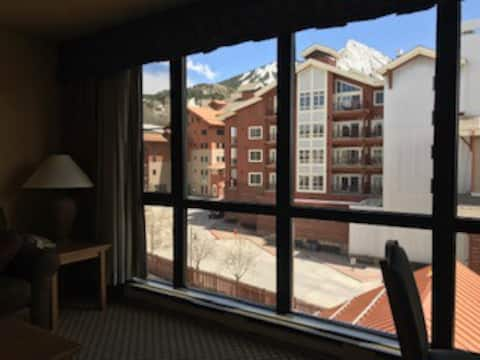 Grand Lodge Condo in the heart of Mt Crested Butte