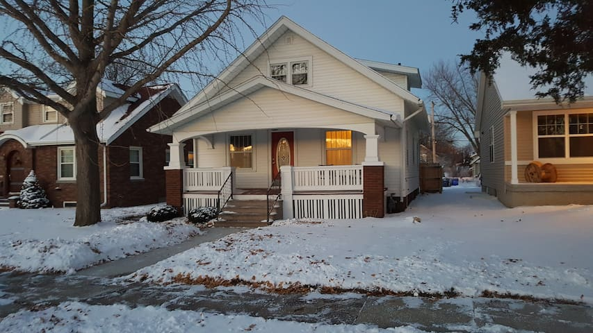 Charming Bungalow in Czech Village/New Bo District - Cedar Rapids - Bungalov