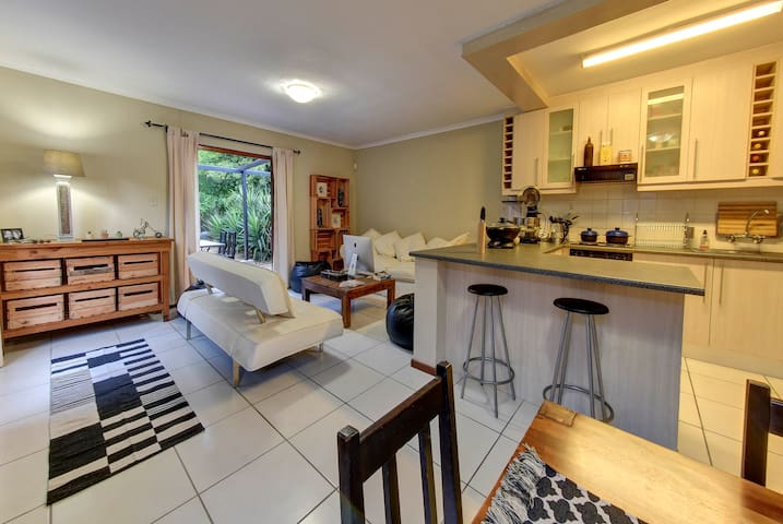 """Suburban Oasis"" 2 beds,pool,Claremont,Cape Town"