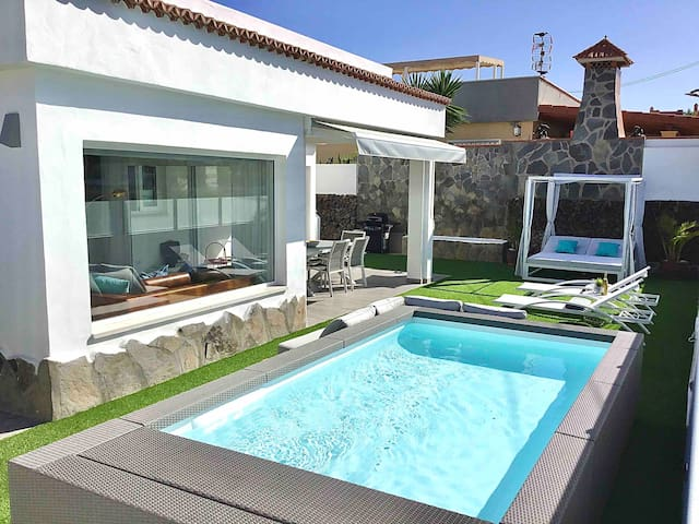 Villa BAHÍA AZUL Heated Pool, First line, View.
