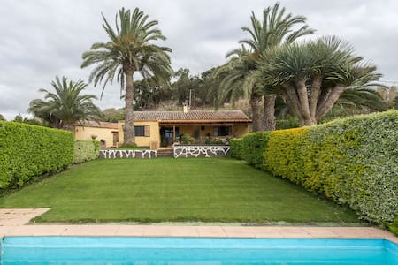 Canarian farm with pool Los Paredones