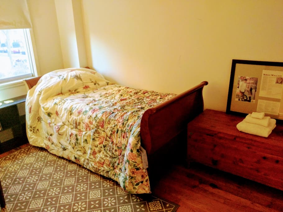 Twin sleigh bed and clean sheets and towels!