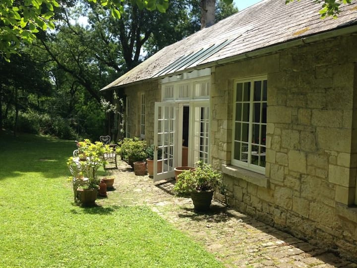 Romantic and spacious cottage near Tisbury
