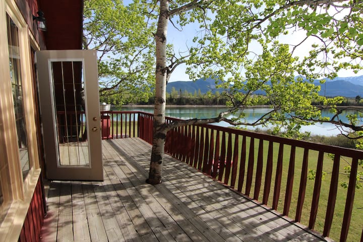 4 Bedroom Kananaskis Ranch on Bow River | BBQ, Balcony + Billiards