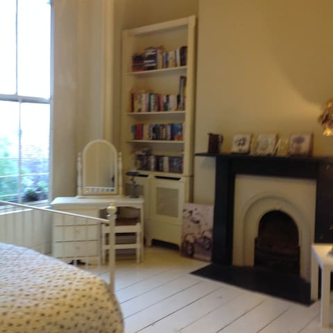 Large private double room in a period home - Dublin - Rumah