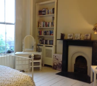 Large private double room in a period home - Dublin - Hus