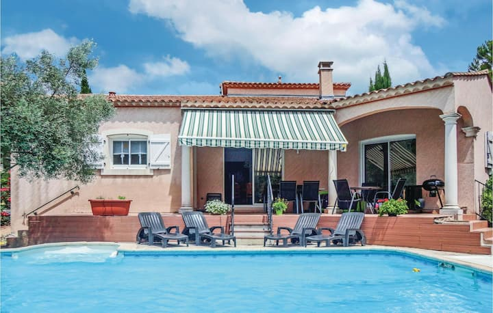 Beautiful home in Lamalou les Bains with WiFi, Outdoor swimming pool and 4 Bedrooms