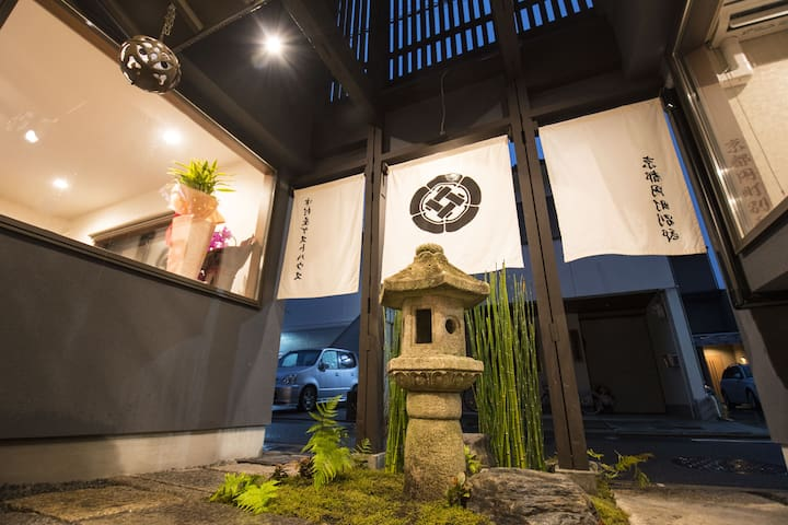Easily access to Nijo castle・Kinkaku-ji・Arashiyama