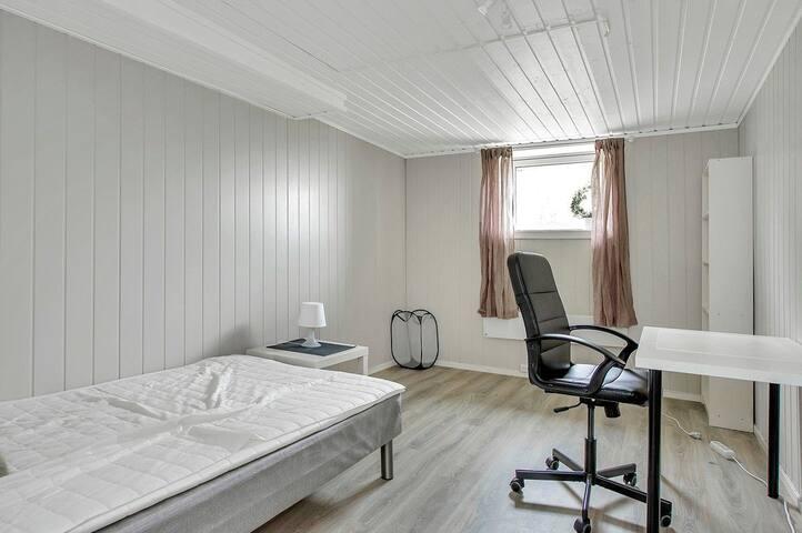 2 enkeltrom i bofellesskap 3 km til Gjøvik sentrum