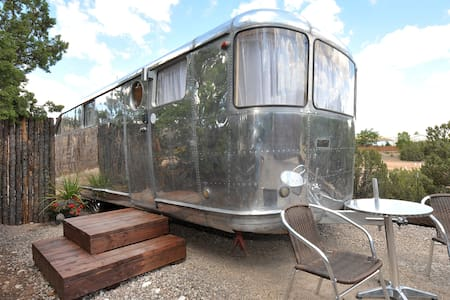 Tiny Home Vacation! - 1948 Spartan - sweet! - Santa Fe