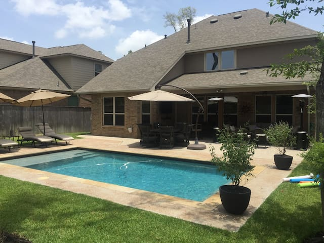 Nice house with pool - Tomball