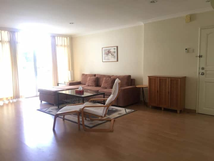 KYC Apartment 8