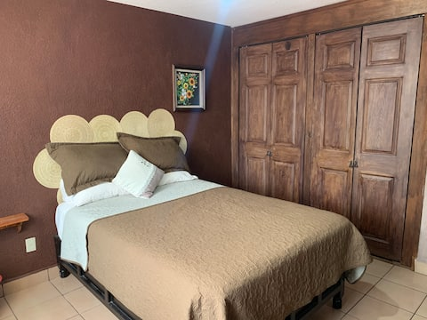 BR: Private room with excellent location
