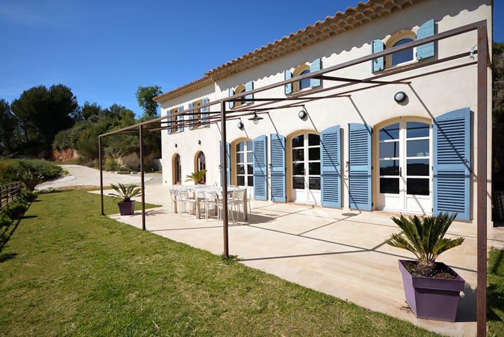 Villa tr s luxueuse avec piscine vue sur mer maisons louer sanary sur mer provence alpes - Chambres d hotes sanary sur mer ...