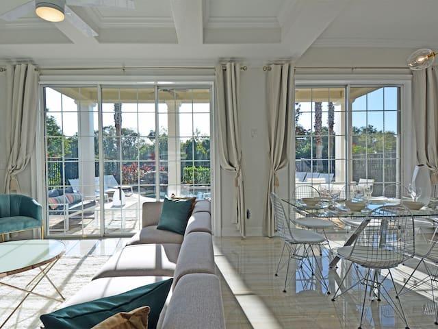 Style & Luxury: Beautiful Views, Pool & Spa