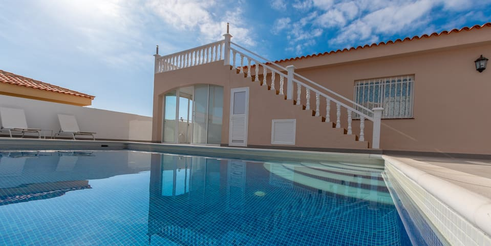 LUXURY BRAND NEW  3 BED VILLA WITH HEATED POOL