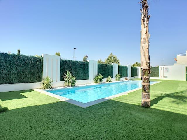 Ground floor, modern, free WiFi, pool