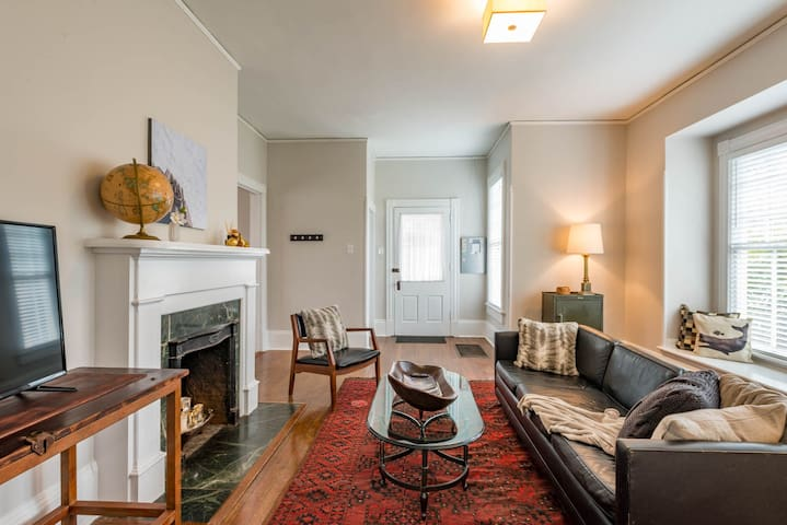 Stylish, Historic, Upper Apt Near Downtown - Winston-Salem - Apartment