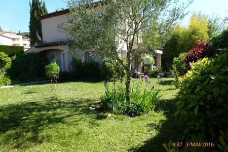 Villa 3 pièces au calme absolu dans la verdure - House