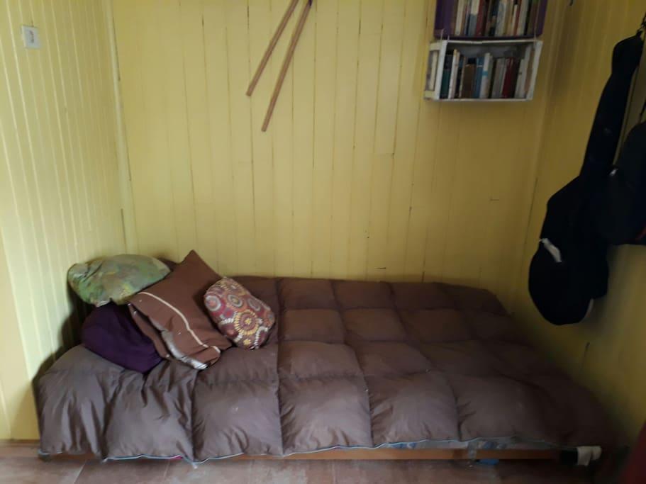 El sofa en la sala.  The sofa in the living.