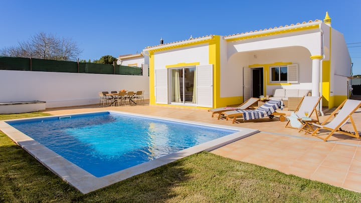 Comfortable & Spacious home for 6 with Pool