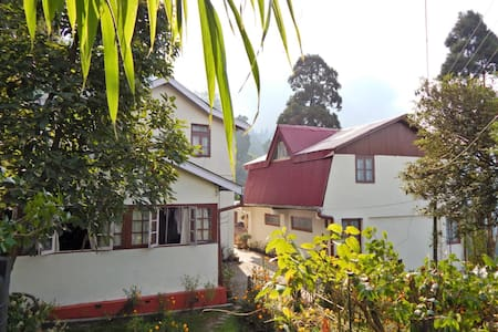 Pradhan's Cottage - Darjeeling - Mökki